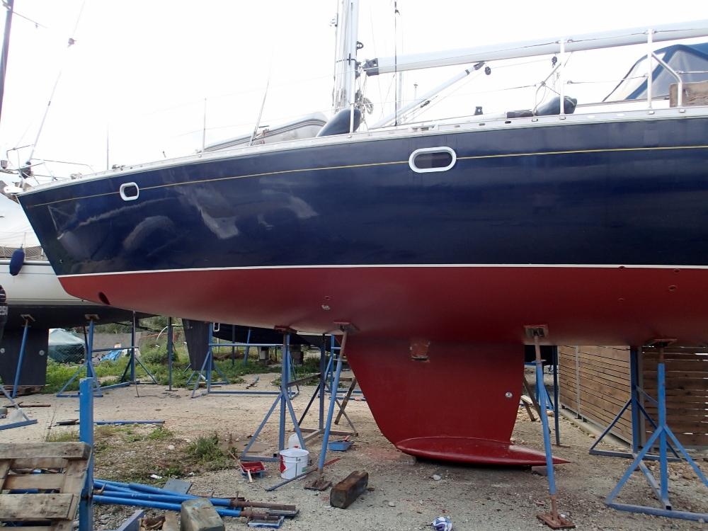 Das Unterwasserschiff wird gemalt