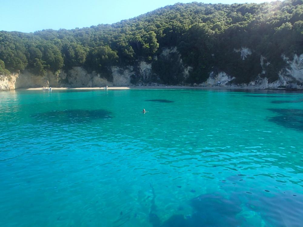 Sivoto bei Korfu – der Anker fällt in glasklares Wasser