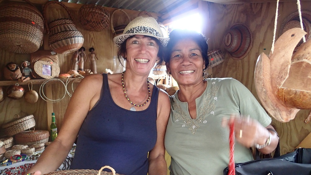 Die letzten Indianischen Ureinwohner auf Dominika die Kariben. Wir kaufen bei ihnen unseren neuen Brotkorb