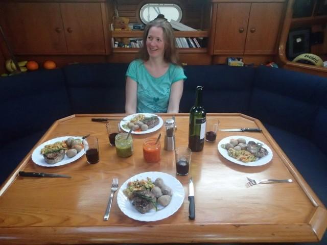 Lecker Abendessen an Bord mit selbstgemachten Mojos (von Stefan)