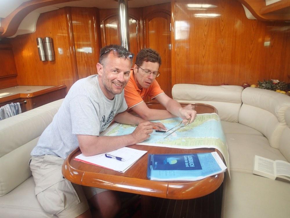 Die Navigatoren stecken den Kurs Korfu – Sizilien