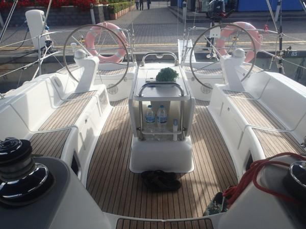 Herrliches großes Cockpit auf unserem neuen Schiff Inspiration