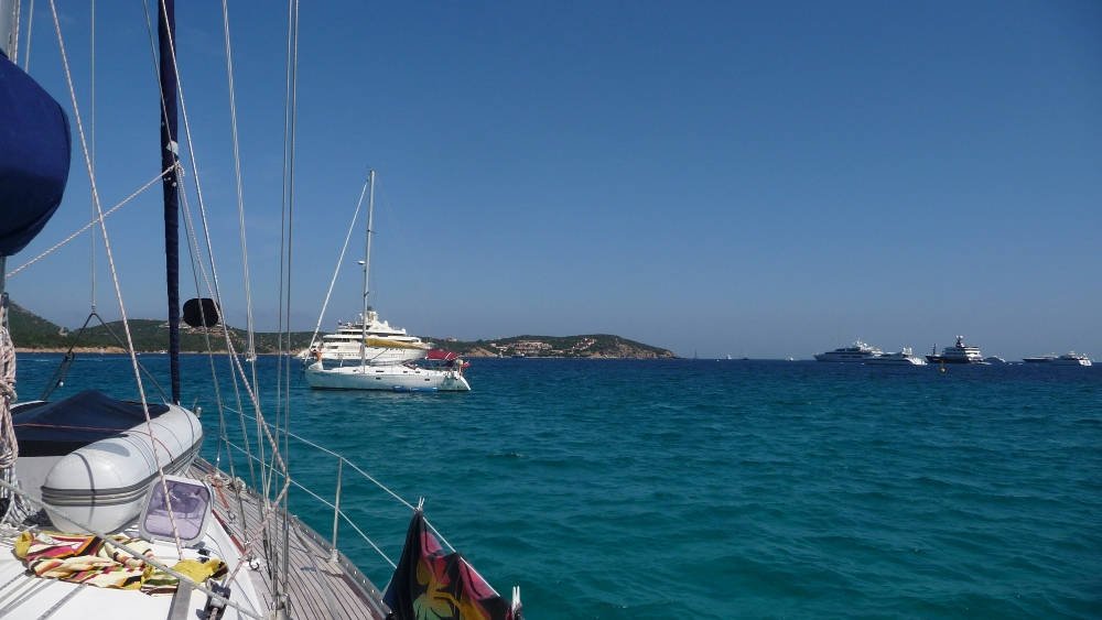 Wir ankern bei Golfo Pevero bei Sardinien
