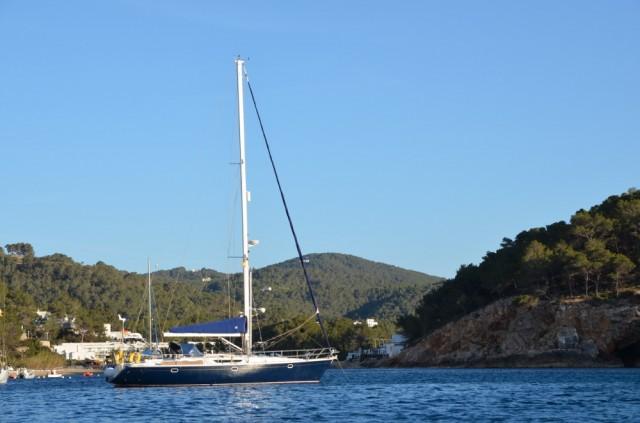 Wundervolle Kulisse vor Anker bei Ibiza