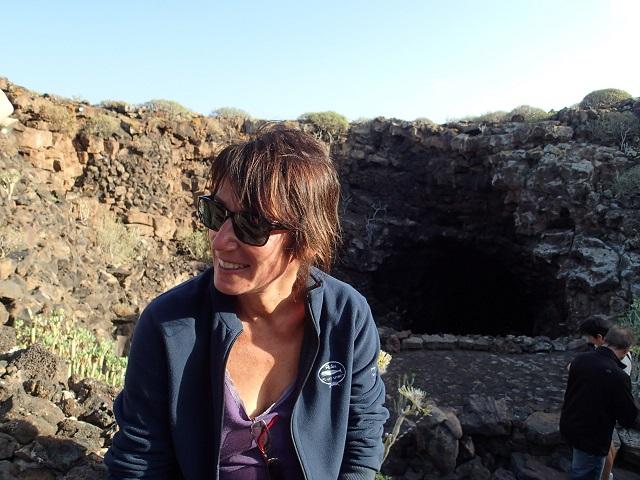 Vor dem Eingang der Cueva de los Verdes