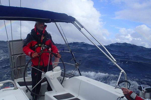 35 kn Wind, teilweise überschreiten die Wellen 5 Meter
