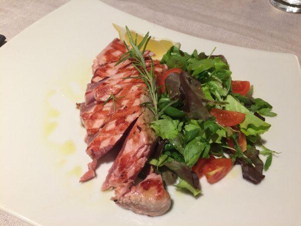 Thunfisch, aufs leckerste zubereitet in unserem Lieblingslokal in Scarlino