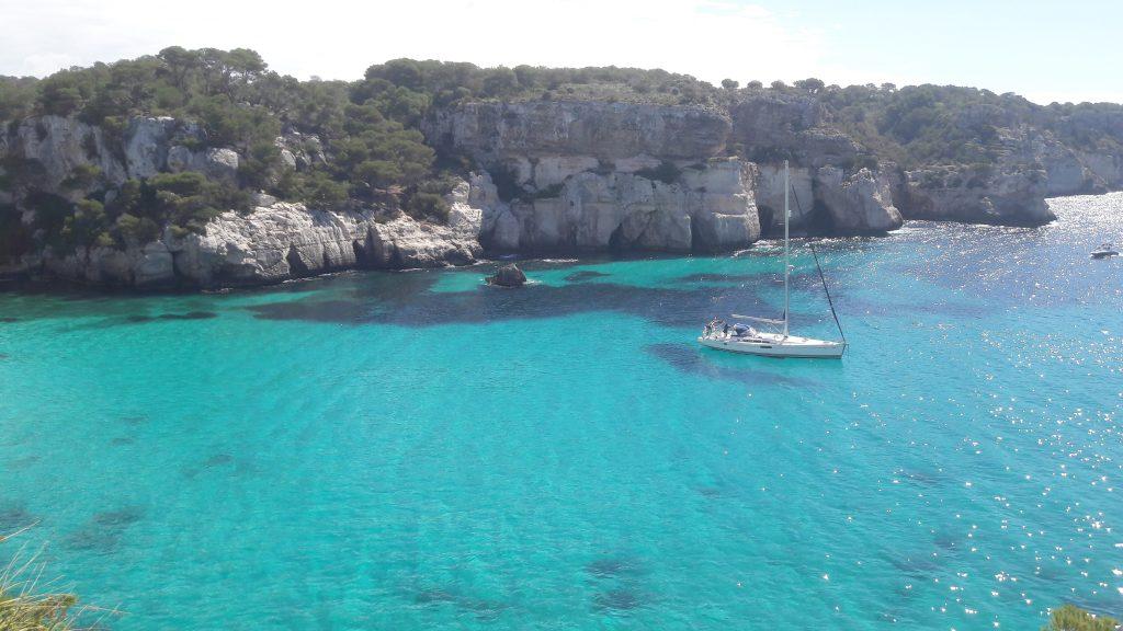 Wir liegen vor Anker in der Traumbucht in Menorca