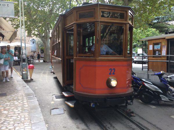 Die historische Straßenbahn nach Port de Soller