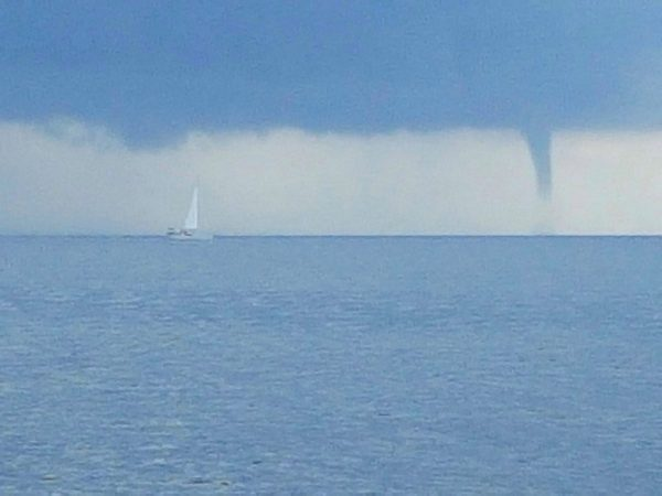 eine Windhose vor Menorca