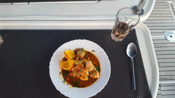 und abends gibt es leckere Fischsuppe aus der Bordküche