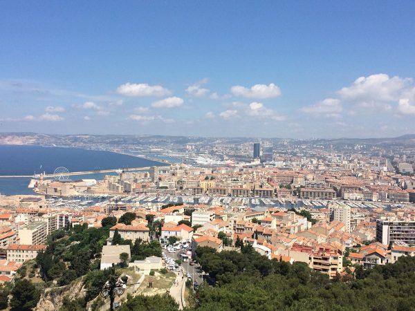 Herrlicher Blick über Marseille, in der Mitte der alte Hafen