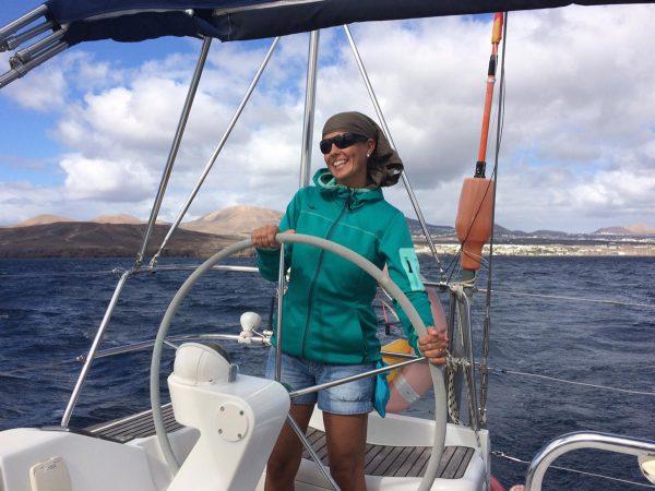 Mit Spaß beim Segeln auf den Kanarischen Inseln