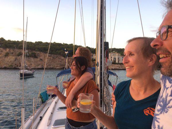 Sundowner am Vorschiff