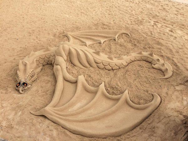 die berühmten Sandskulpturen in Corralejo