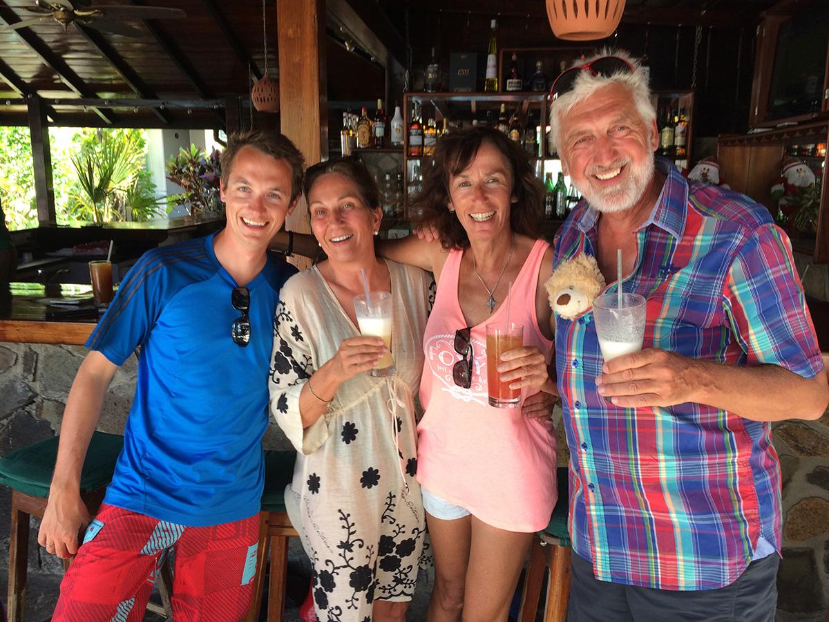 Impressionen aus der Frangipani Bar – danach durfte nicht mehr fotografiert werden…