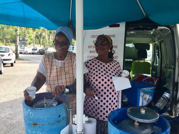 Die beiden charmanten Ladies verkaufen selbstgemachtes Eis