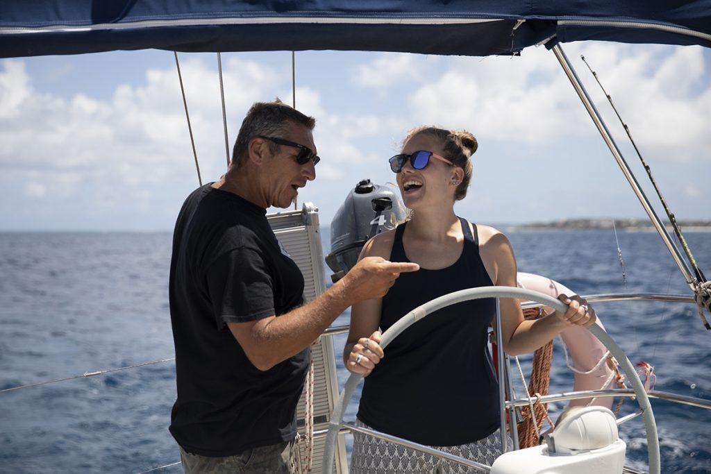 Vater und Tochter beim Segeln, Training für den SKS