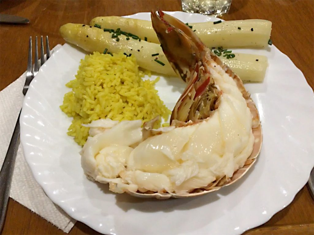 Der neuste Knaller in der Karibik – Lobster mit fränkischem Spargelsalat