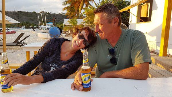 """…….und genießen in Sandy Ground ein letztes Carib bei """"Dad`s"""""""