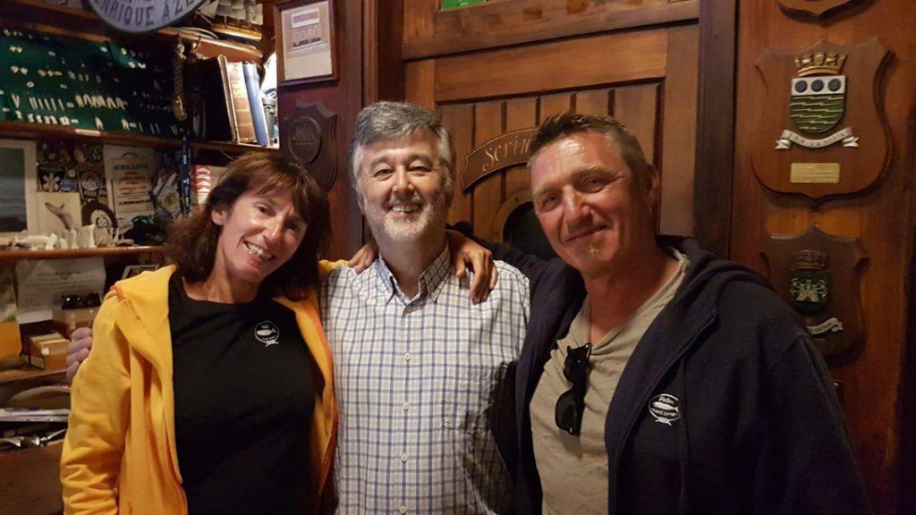 Karin und Jörg mit Jose, der Besitzer von Peter Café Sport