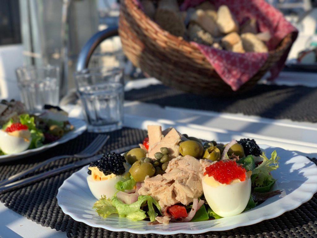 Salat Nicoise schmeckt auch in Portugal
