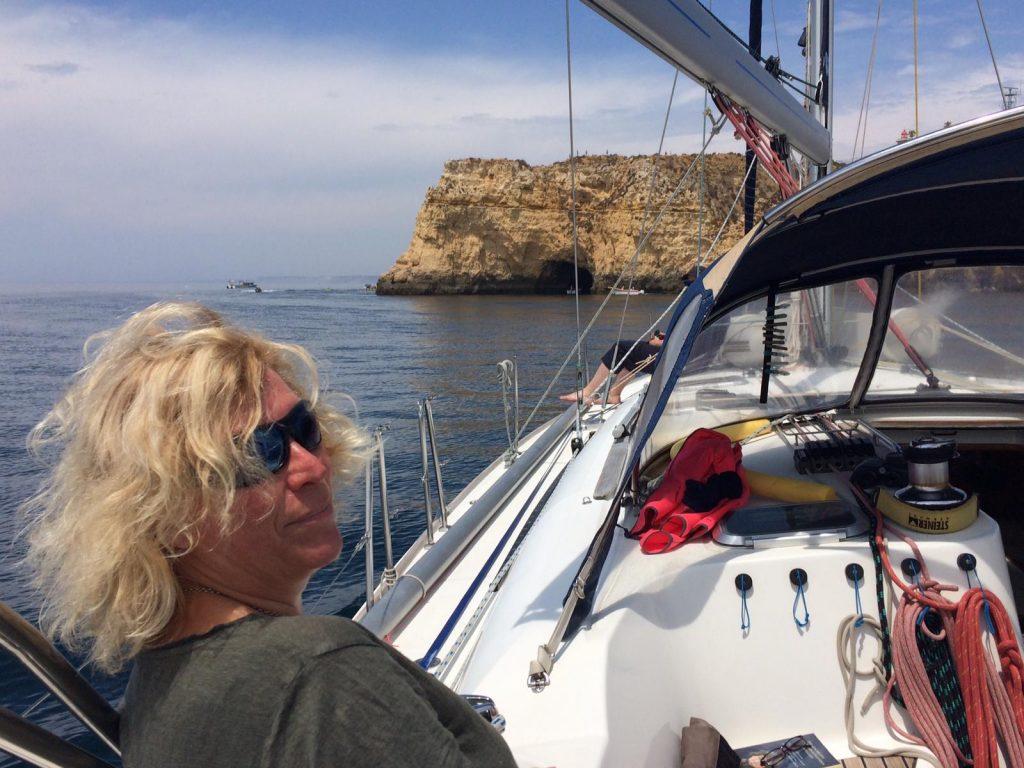 Unsere Freundin Anke vor der Küste der Algarve