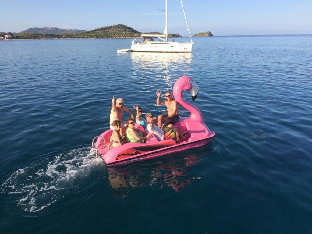 Die Crew im Flamingo-Dingi