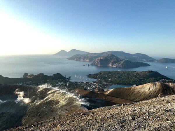 Der Blick auf die Hauptinsel Lipari