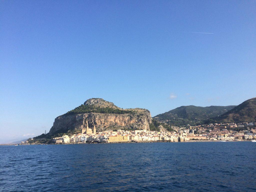 Das schöne Städtchen Cefalu auf Sizilien