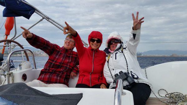 Skipperin Susanne mit Crew und Spaß bei der Arbeit