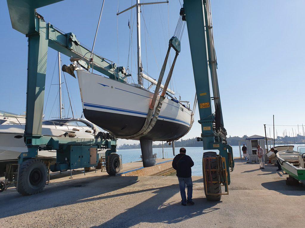 Unsere InsPIRATion in der Marina Gouvia auf Korfu ist ready to go: Frisch gestrichenes Unterwasserschiff, neues Teak undundund …