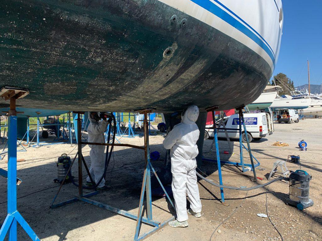 Das Unterwasserschiff wird gereinigt, hier haben wir Unterstützung von einer griechischen Firma