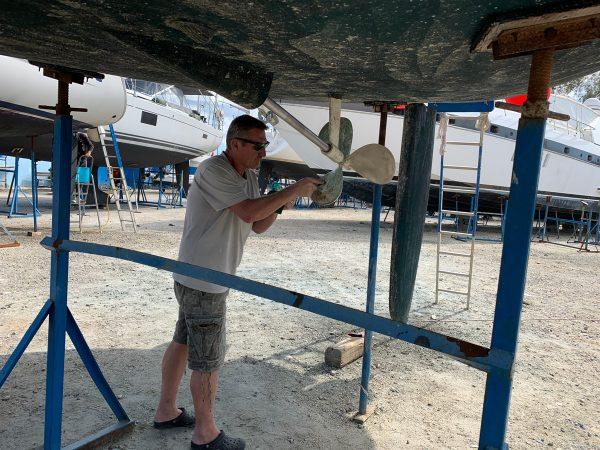 Jörg reinigt den Propeller