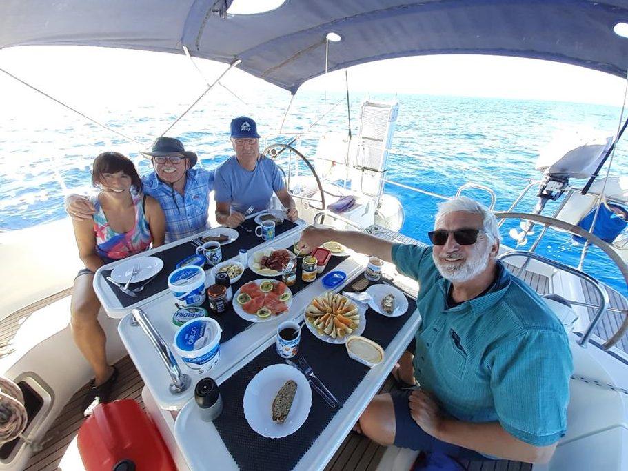 Unser Frühstück an Bord ist auch auf hoher See super