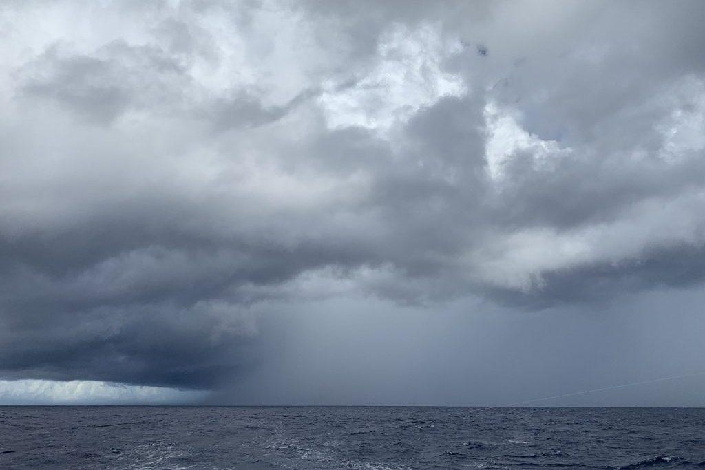 Immer wieder bringen Squalls heftigen Regen