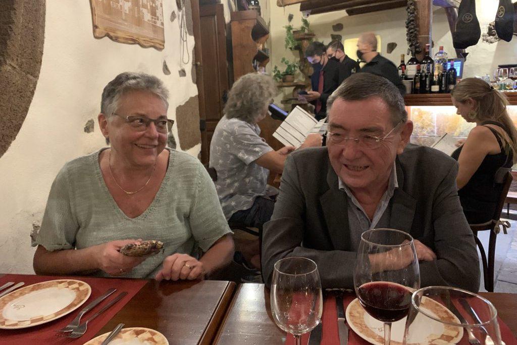 Noch vor Ankunft der Crew treffen wir uns in Lanzarote mit Freunden in unserem Lieblingslokal