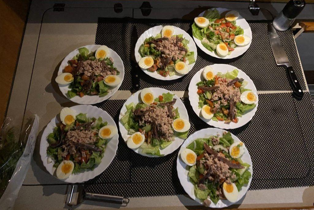 Erstes Abendessen auf See, Salat Nicoise