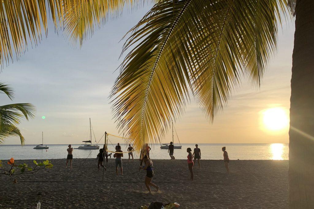 Beach-Volley-Ball, segeln in der Karibik