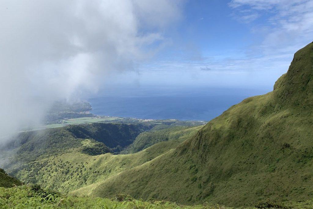Karibische See aus Bergperspektive